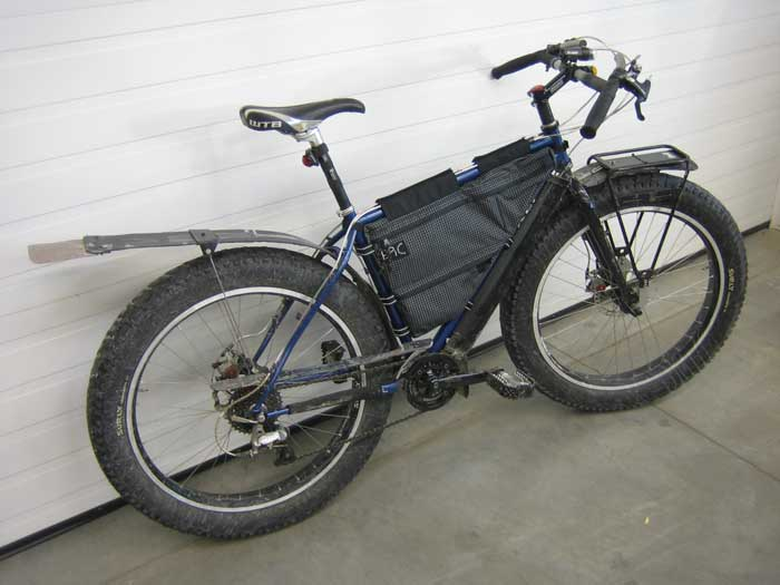"The image ""http://www.surlybikes.com/blogimages/Epic-Frame-Bag_lg.jpg"" cannot be displayed, because it contains errors."